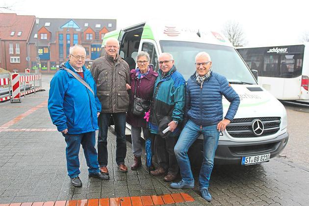 Freuen sich, dass die 20000 voll ist (v.l.): Hans Wetter (stellvertretender Vorsitzender), Hubert Eilert (Kassierer), Regina Albersmann, Paul Janocha (Vorsitzender) und Bernd Laurenz (Fahrervertreter). Foto: Anne Spill